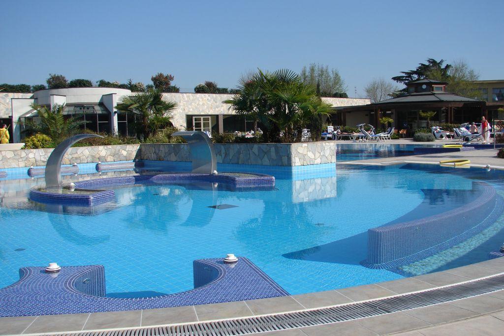Hotel sollievo terme abano terme - Hotel mioni royal san piscine ...