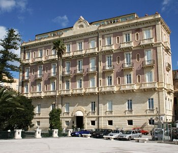 Des trangers et miramare siracusa for Hotel roma siracusa