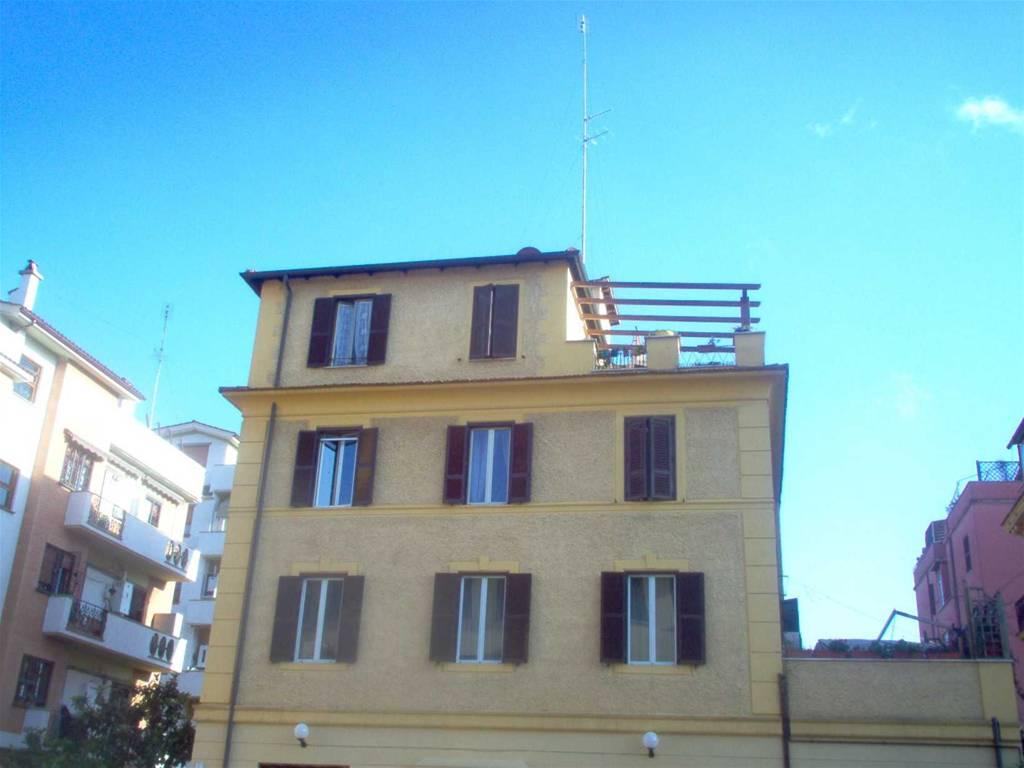 Casa vacanze laura 39 s brother roma for Piani casa cane trotto