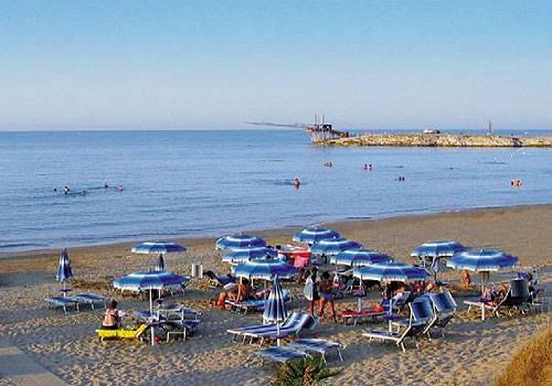Villaggio cala azzurra vieste for Culla azzurra