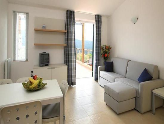 Elba golf apartments portoferraio - Cucina e soggiorno in 30 mq ...